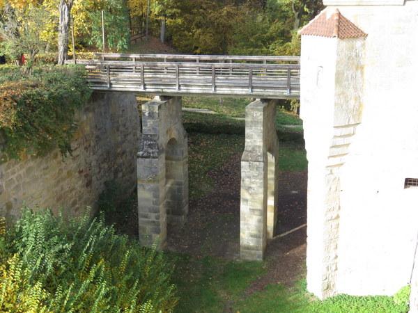 1-altenburg-bridge-over-dry-moat_02-600px