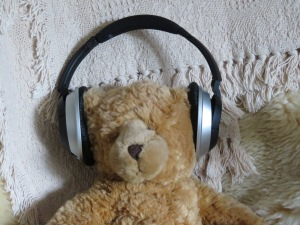 teddybear-wearing-headphones